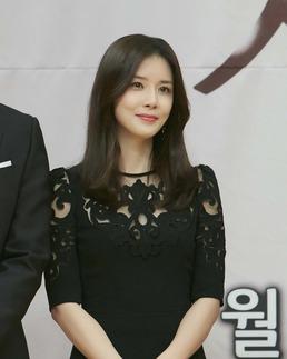 이보영, 무결점 피부+코랄립 '도시녀 메이크업' 눈길