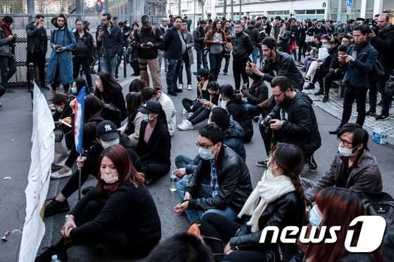 중국인 피격 사망에 중국인들 연좌시위
