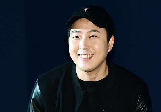 [단독] 장범준, 일요 예능 '슈퍼맨' 전격 출연…두 아이와 첫 리얼리티