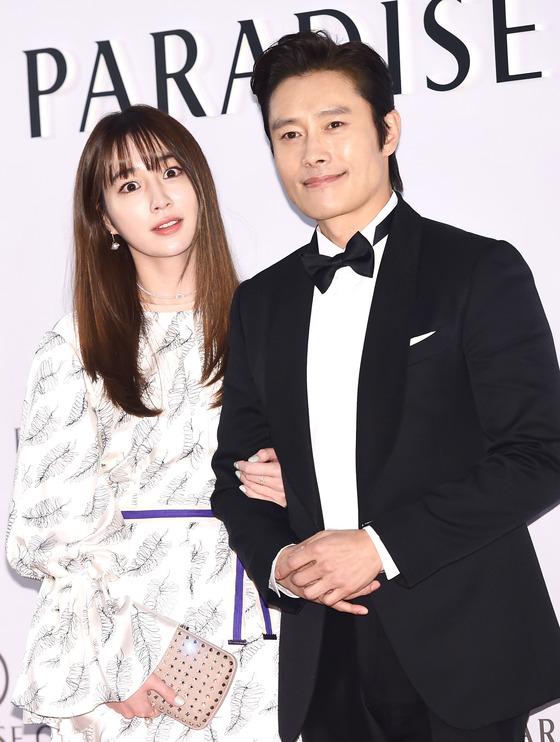 """이병헌, '운명과 분노' 촬영장 방문…""""밥차로 이민정 응원"""""""