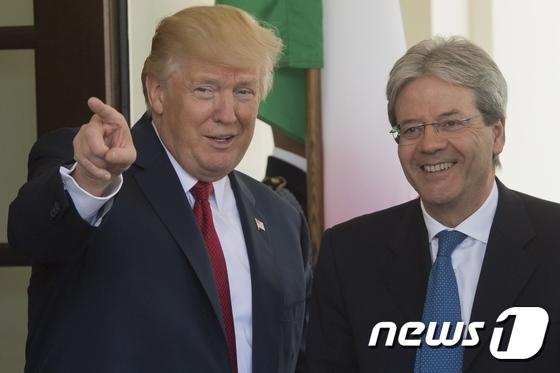 [사진] 활짝 웃는 트럼프와 伊 총리