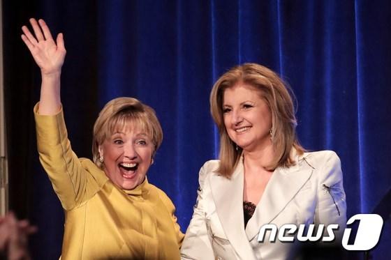 [사진] 힐러리 예전 활기 찾았나
