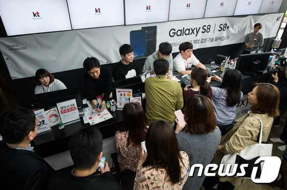 정식 출시한 갤럭시 S8