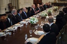 트럼프, 백악관서 안보리 대사들과 오찬