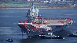 중국의 첫 자체 제작 항공모함 진수식