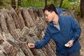 표고버섯 생육상태 점검하는 신원섭 산림청장