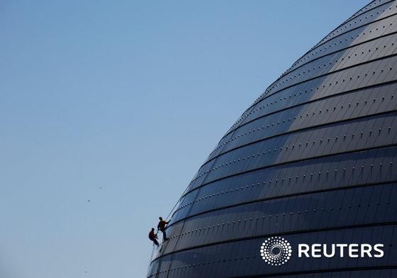 중국 베이징 국가대극원 외관 청소 작업