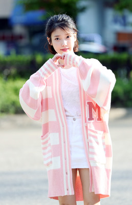 [스타 데일리룩] '음원퀸' 아이유, 사랑스러운 출근룩