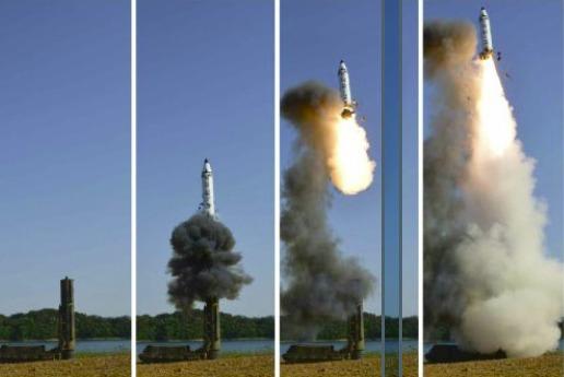 北 '북극성 2형' 시험발사 성공, 김정은 '실전배치 지시'