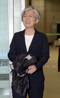 강경화 외교장관 후보자 '미소지으며 입국'