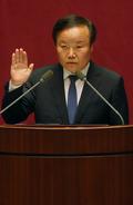 의원선서 하는 김재원 의원