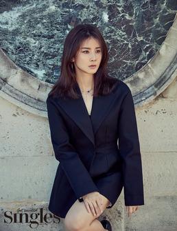 """이보영의 반전 매력 """"슈트만 입어도 섹시"""" [화보]"""
