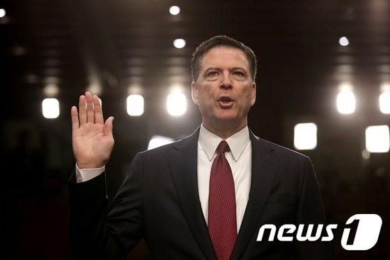 [사진] 선서하는 코미 전 FBI 국장