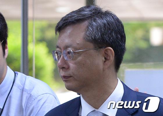 우병우 전 민정수석, 청 민정수석 문건 공개후 첫 법정출석