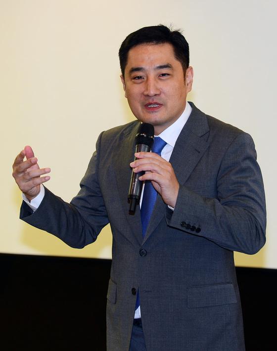 """강용석, 故김광석 아내 서씨 변호 맡나…""""수임 검토 중"""""""