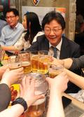 유승민 '당원들과 건배!'