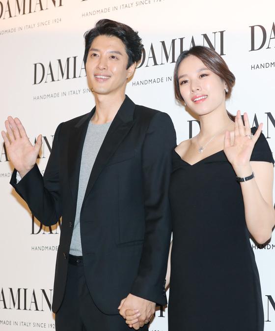 [N이슈] 조윤희, 딸 사진 삭제 요청글 논란되자 삭제…반응 양분