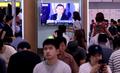 문재인 정부 출범 100일 기념 대국민보고대회 시청하는 시민들