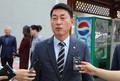 황영철 의원, 정치자금법 위한 혐의 첫 공판 출석