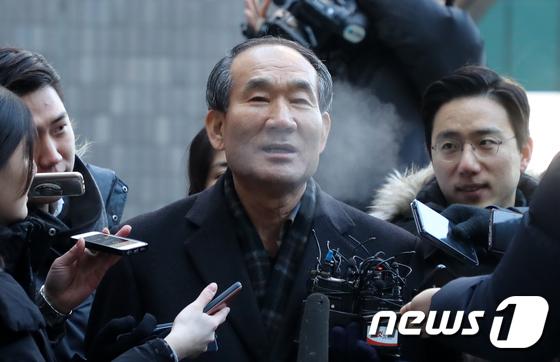 박승춘 전 국가보훈처장, 검찰 출석 길 \'입김\'