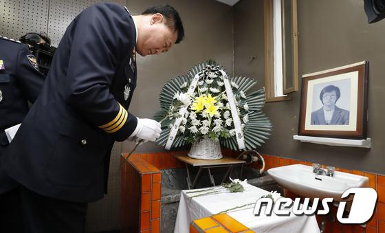박종철 열사 추모하는 이철성 경찰청장
