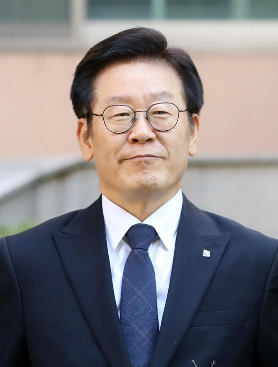 """[N이슈] 이재명 지사 측, 김부선 주장 '은밀한 부위 점?' """"없다"""""""