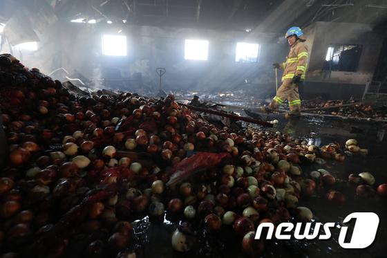 불에 탄 대구 번개시장 공판장