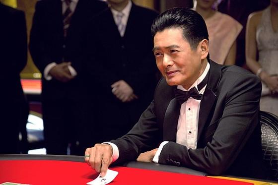 "[N해외연예] 주윤발, 전재산 8100억원 기부 약속 ""돈은 행복의 원천 아냐"""
