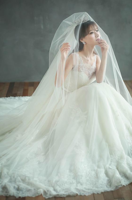 [N화보] '우왁굳과 결혼' 김수현 아나운서, 눈부신 웨딩드레스 자태