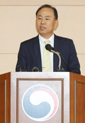 예멘 난민 신청 심사 결과 발표하는 김도균 청장
