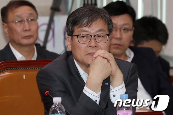 [국감]생각에 잠긴 이재홍 게임물관리위원회 위원장