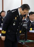 [국감] 의원들에게 인사하는 이주민 서울경찰청장