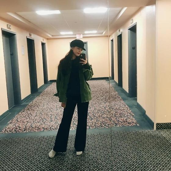 '거울 셀카' 구하라, 前남친과 폭행 논란 속 SNS 재개