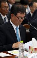 [국감] 자료 살펴보는 송삼현 제주지검장