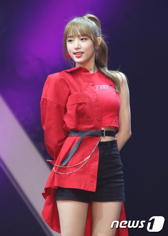 아이즈원 최예나, 은은한 매력