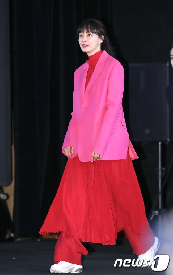 이나영, 부산영화제 나들이 한 핑크 여신