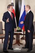 푸틴 만난 문재인 대통령