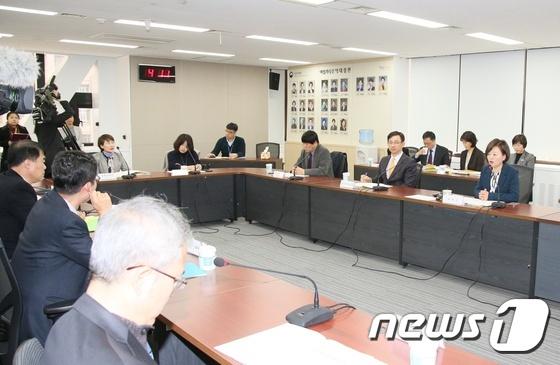 """진선미 """"스쿨미투 가해교사 엄중처벌, 구체적 대책 내놓을 것"""""""