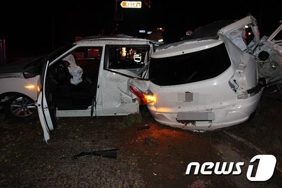 대학생 렌터카 음주운전…신호등 충돌, 동기 3명 사망