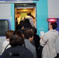 대체 열차에 올라타는 KTX 승객들