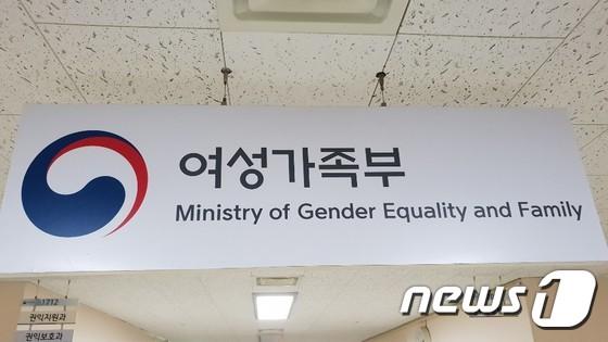 """""""전국 2800개 농협하나로마트서 생리대 바우처 이용하세요"""""""
