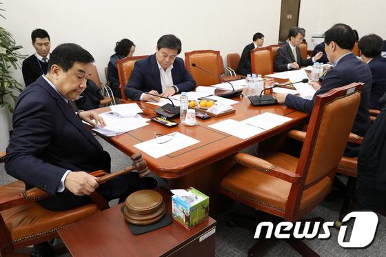 국회 정무위 청원심사소위 시작