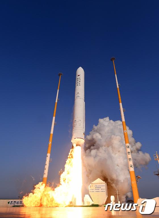 우주강국의 꿈을 싣고 솓구치는 한국형 시험발사체
