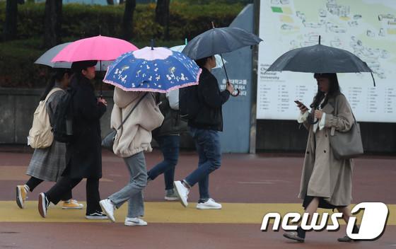 [21일 날씨] 전국 빗방울 떨어지지만…수도권 미세먼지 '나쁨'