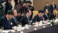 정경두 장관 발언 경청하는 방산업체 대표들