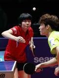 홍콩조 상대로 경기 펼치는 남북단일팀