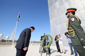 UAE 전몰장병 추념비 참배하는 문희상 국회의장