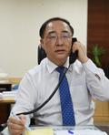 美 스티븐 므누친 재무장관과 통화하는 홍남기 경제부총리