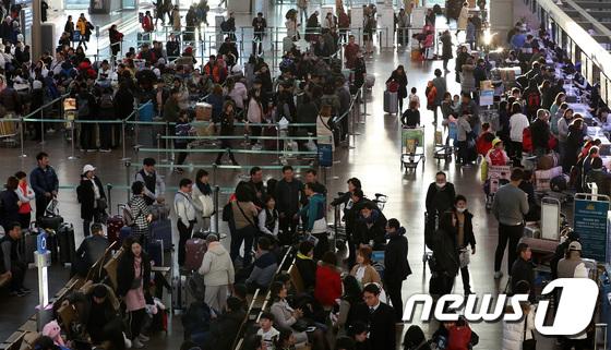 연말 연시 해외로 \'붐비는 인천공항\'