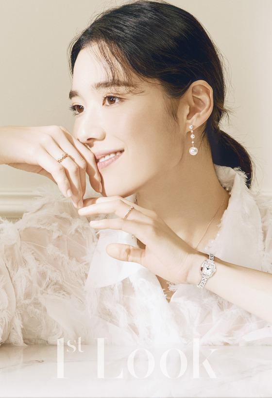 [N화보] 로맨틱 무드…정은채, 눈부신 미모